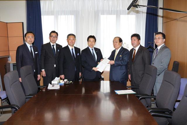 平成28年3月24日(木) 塩崎厚生労働大臣への 保育政策の改革ビジョン についての申し入れ