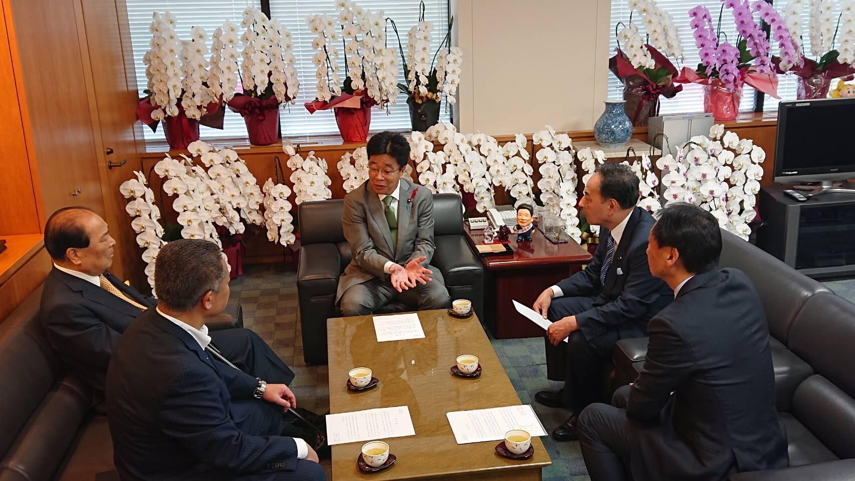 「重度訪問介護に関する要望書」を加藤勝信厚生労働大臣への申し入れ