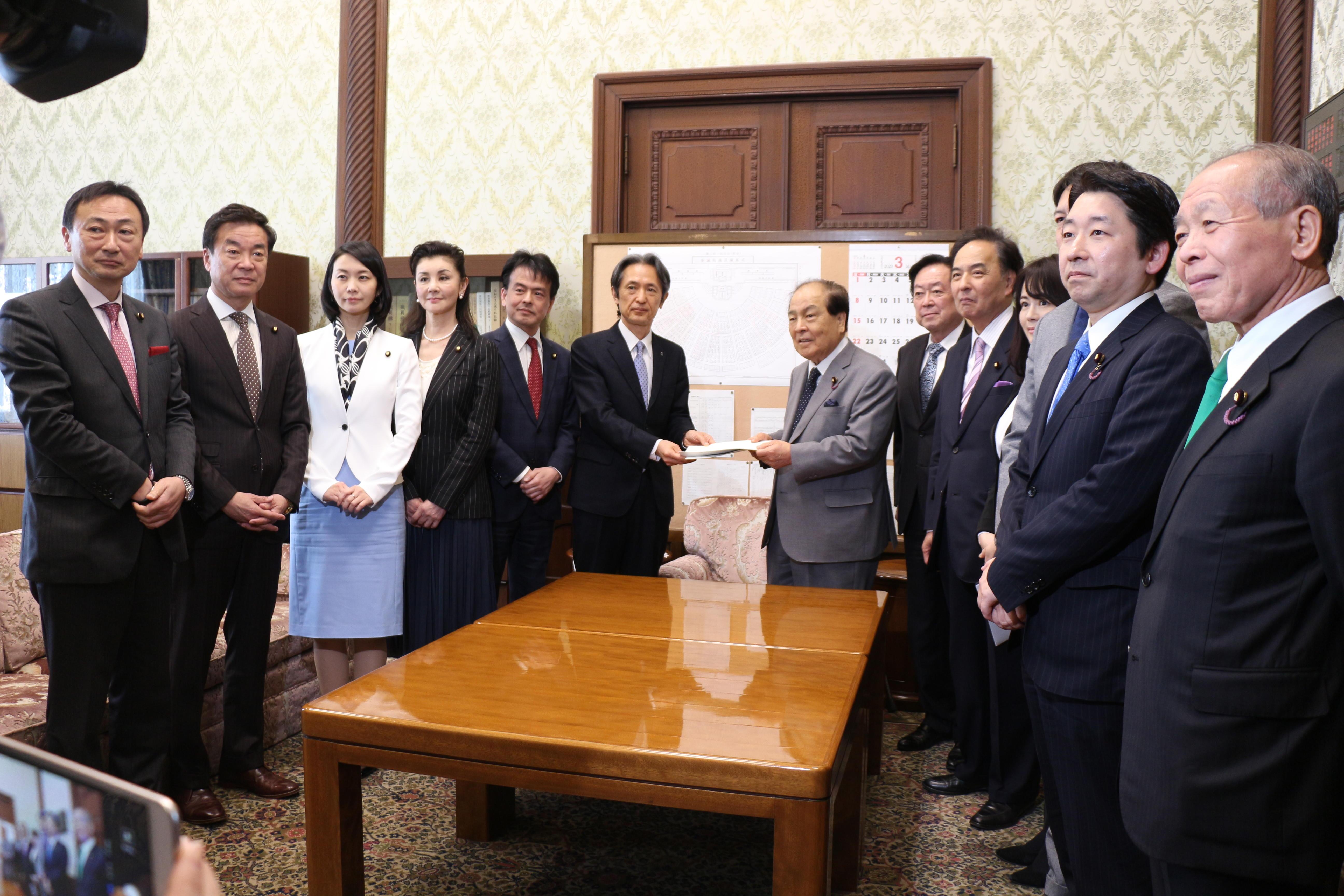 2020年3月24日(火)「公文書院設置法・公文書管理法改正案」を提出